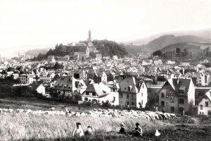 Blick über die Stadt zum Schlossberg (1913)
