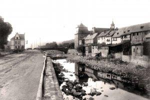 Unterer Abschnitt der Dill an der Uferstraße (um 1904)