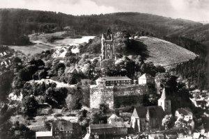 Schlossberg mit Wilhelmsturm und Ev. Kirche (um 1900)